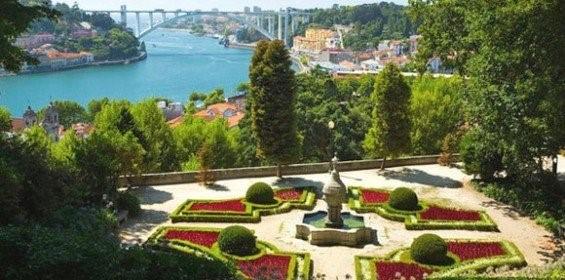 panorámica desde los jardines del palacio de cristal en Porto